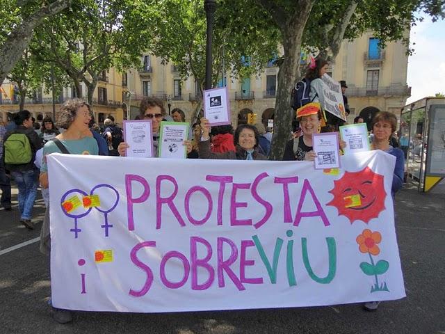protesta i sobreviu - la nostra pancarta a la mani juny 2011: nuclear? no gràcies!
