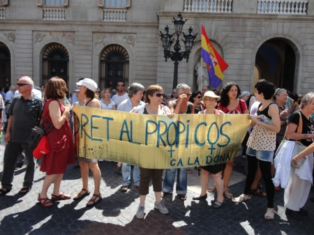 Fotos mani salut 28J de la Rambla del Raval a Pl. Sant Jaume, bcn