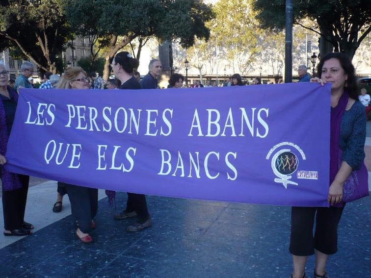 Foto pancarta dones de la Marxa Mundial x mani #13O a bcn