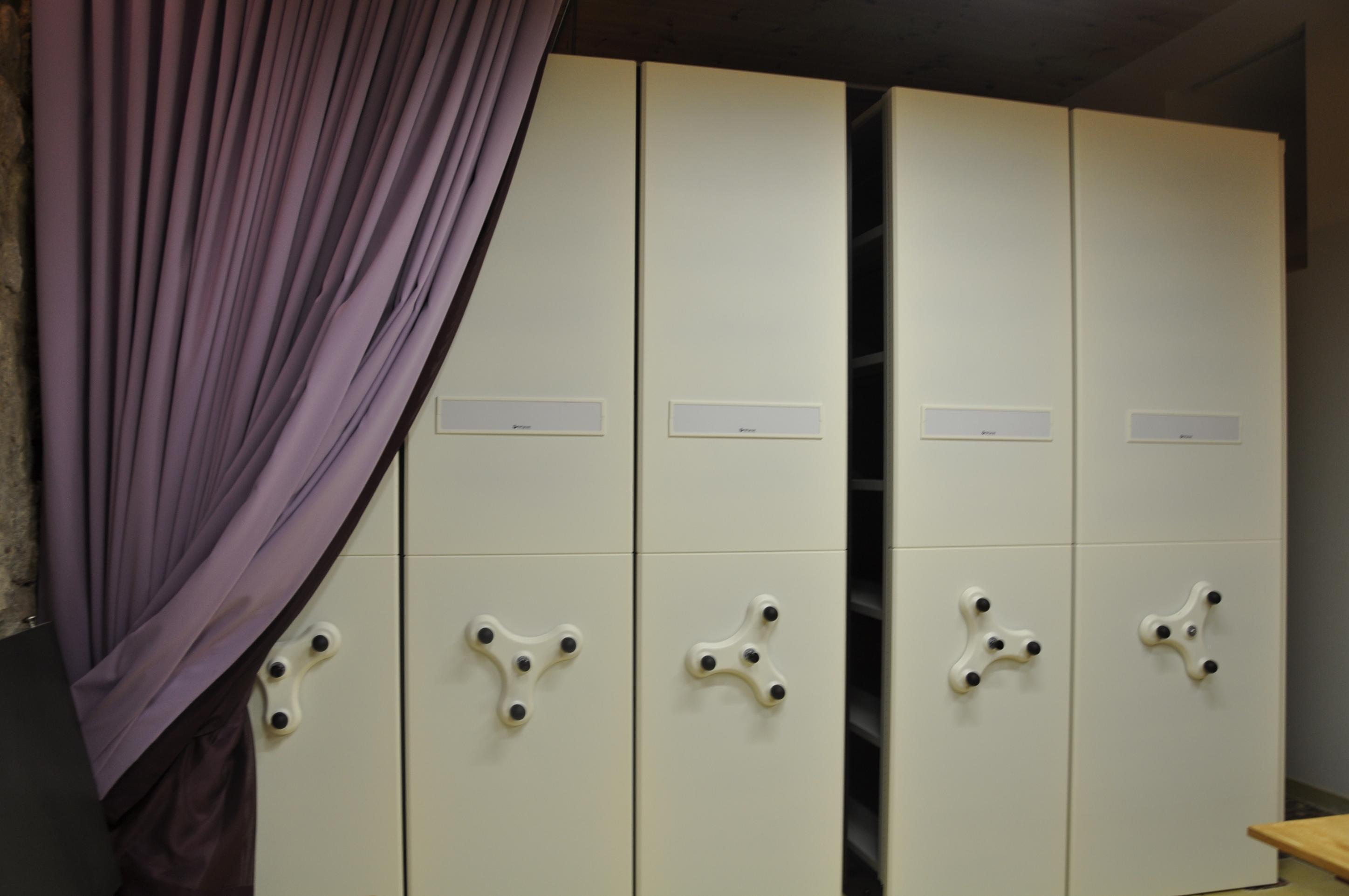 16/2: Crida per moure caixes centre documentació ca la dona