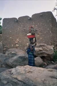 Recol·lecta de materials per dones de Bukina Faso