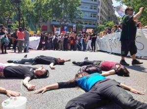 """30/09:: Acció """"Morts invisibles"""" Davant el degoteig de morts no et quedis a casa!"""